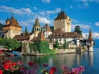 Castelul Oberhofen din Elveția