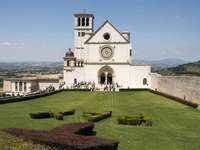 Assisi székesegyház Umbria Olaszország online rejtvény