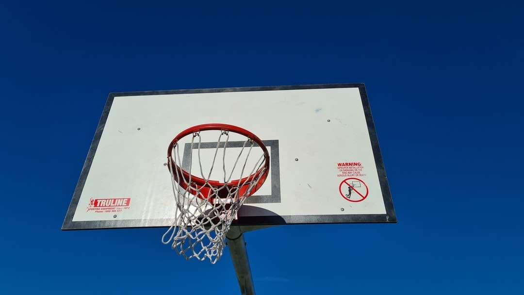 biało-czerwona obręcz do koszykówki