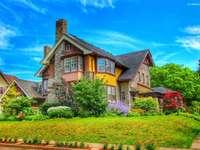 Haus mit Vegetation.