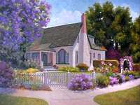 Mooi huis, omgeven door bloemen.